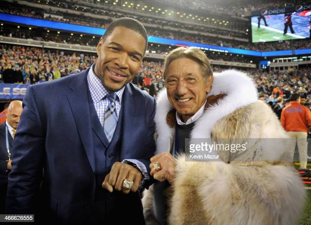 Former NFL players Michael Strahan and Joe Namath attend the Pepsi Super Bowl XLVIII Pregame Show at MetLife Stadium on February 2 2014 in East...