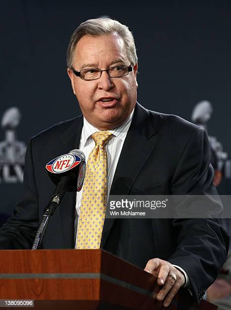 Former NFL quarteback and ESPN play by play analyst Ron Jaworski speaks during a press conference held by the NFL Alumni Association at the Super...