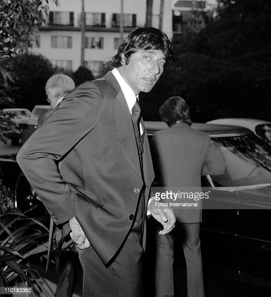 Former NFL quarterback Joe Namath leaves the Beverly Hills Hotel on March 2 1975 in Beverly Hills California