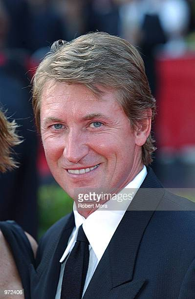 Former NHL player Wayne Gretzky arrives for the 10th Annual ESPY Awards at the Kodak Theatre on July 10, 2002 in Hollywood, California.