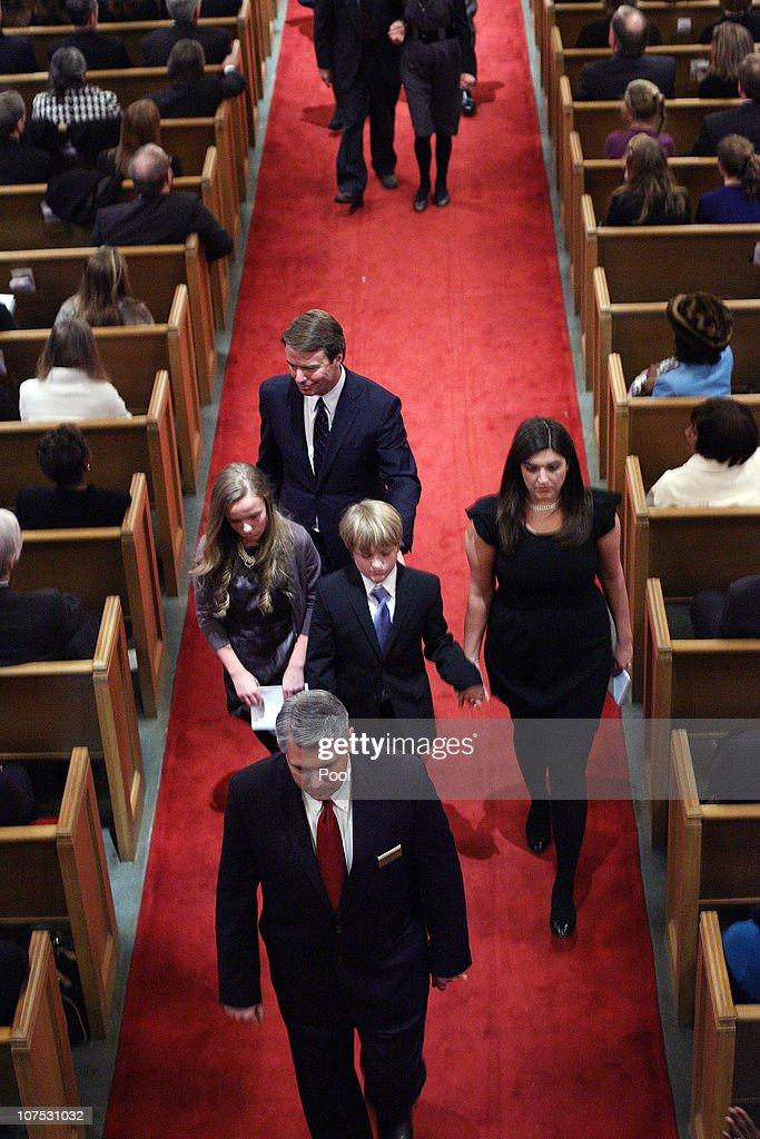 Funeral Held For Elizabeth Edwards