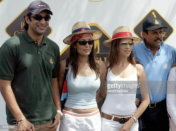 Former Pakistan Cricket captain Wasim Akram poses with Indian models Surthi Sharma Aditi Govitrikar and Indian former captain Kapil Dev during the...