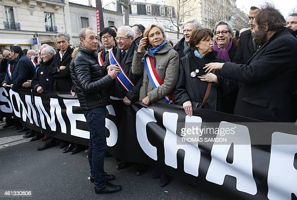 Former Paris' Mayor Bertrand Delanoe talks with JeanPaul Huchon President of the Ile de France region UMP rightwing party member Valerie Pecresse the...