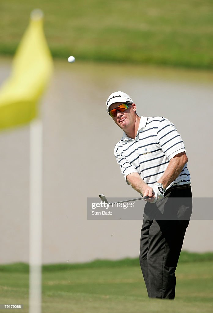Former past champion Tripp Isenhour chips onto the 18th green during Wednesday's Pro-Am of the Movistar Panama Championship held at the Club de Golf de Panama on January 23, 2008 in Panama City, Republica De Panama.
