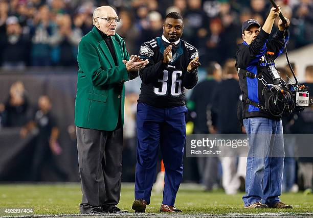 Former Philadelphia Eagles Maxie Baughan and Brian Westbrook are honored prior to a game between the Philadelphia Eagles and the New York Giants at...