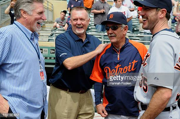 Former pitchers Jack Morris and Bert Blyleven speak with manager Jim Leyland and Justin Verlander of the Detroit Tigers prior to a game between the...
