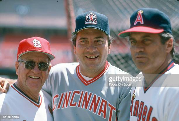 Former player Enos Slaughter of the St Louis Cardinals Johnny Bench of the Cincinnati Reds and Jim Fregosi of the California Angels poses together...