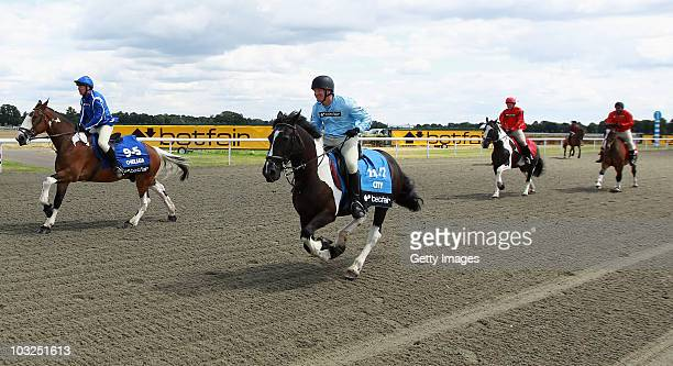 Former player Steve Lomas pips Kerry Dixon by a neck during the Betfair Five Horse Race at Kempton Park racecourse on August 5 2010 in Sunbury...