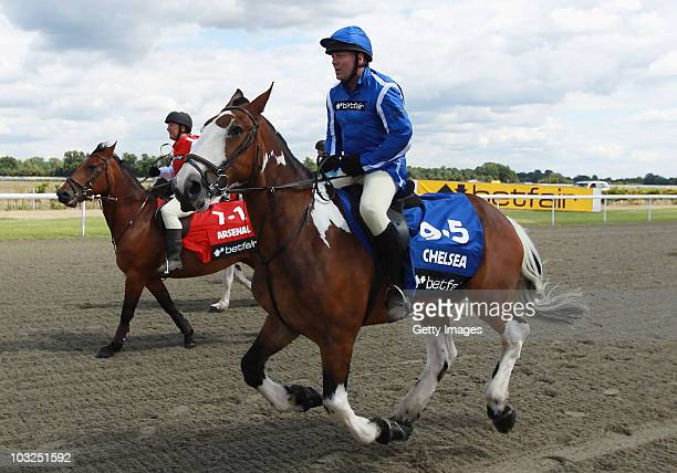 Former players Kerry Dixon and Ray Parlour during the Betfair Five Horse Race at Kempton Park racecourse on August 5 2010 in Sunbury England Betfair...