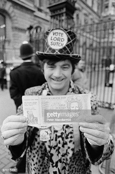 Former pop singer and selfstyled leader of the Official Monster Raving Loony Party Screaming Lord Sutch holding a spoof banknote 27th November 1990...