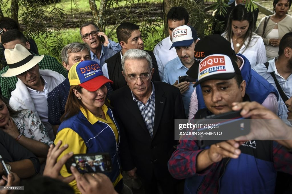 COLOMBIA-ELECTION-RUNOFF-DUQUE-URIBE-SUPPORTERS : News Photo