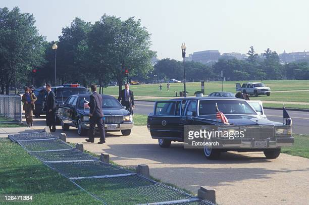 former president bill clinton's presidential limousine at a santa barbara city college campaign rally in 1996 - präsident stock-fotos und bilder