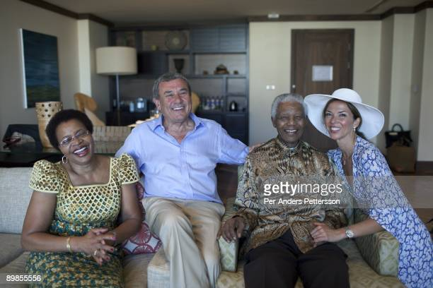Former President Nelson Mandela of South Africa poses for pictures with his wife Graca Machel Sol Kerzner and Heather Kerzner on April 2 2009 at the...
