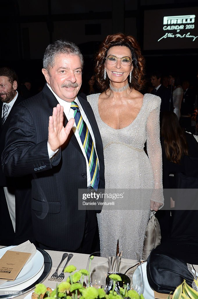 Former President of Brazil, Luiz Inacio Lula da Silva and Sophia Loren attend the '2013 Pirelli Calendar Unveiling' on November 27, 2012 in Rio de Janeiro, Brazil.