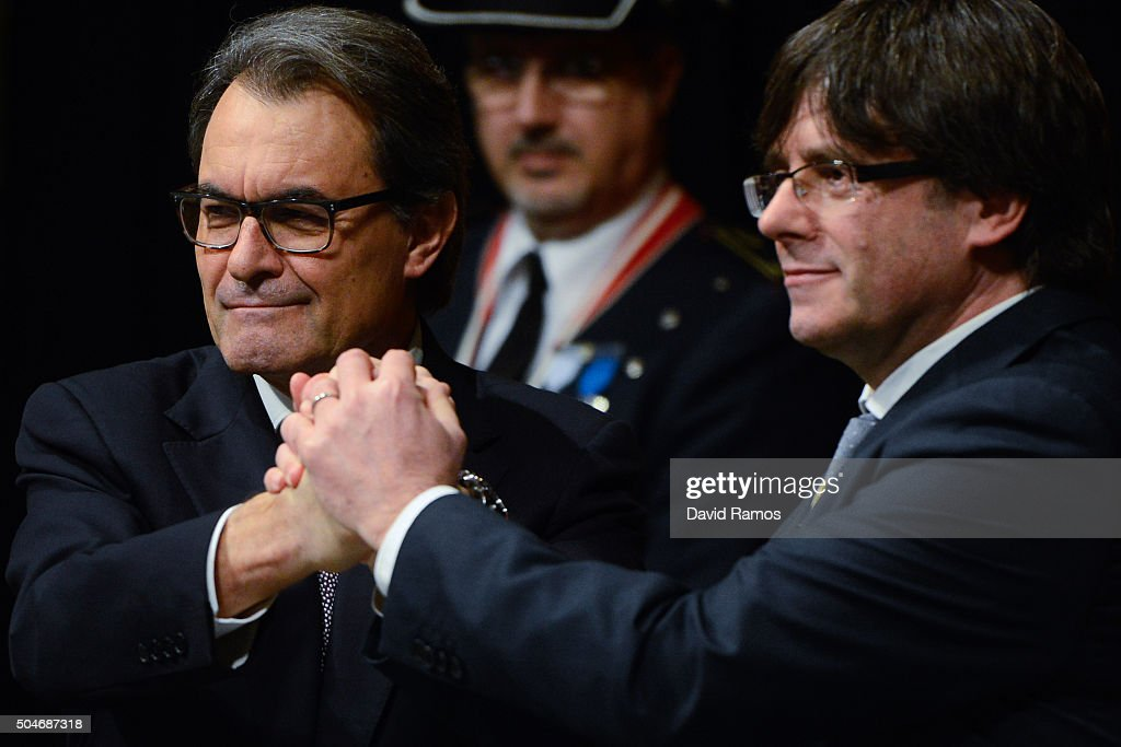 Former President of Catalonia Artur Mas (L) and new president Carles Puigdemont shakes hands at the Generalitat Palace, house of the Catalan government, on January 12, 2016 in Barcelona, Spain. Three months after the Catalan Elections, Carles Puigdemont took office as the 130th President of Catalonia. Puigdemont will replace the former Catalan President Artur Mas as part of the agreement closed last week with the radical left-wing party CUP to form a new government.