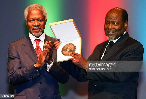 Former president of Mozambique Joaquim Chissano , 1986 to 2005, receives the first Mo Ibrahim Prize for Achievement in African Leadership, a...