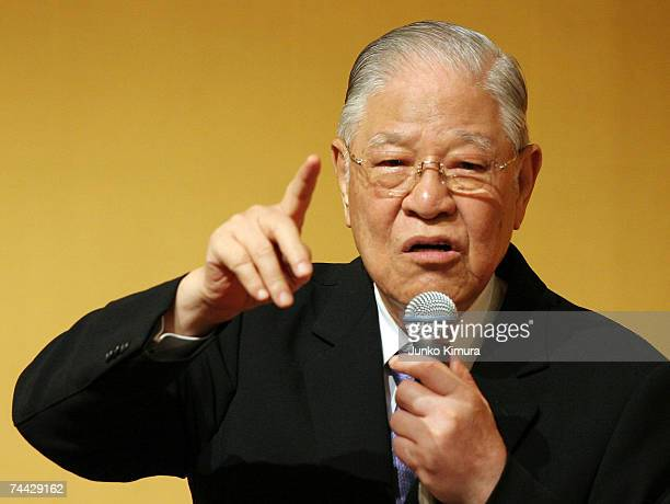 """Former President of Taiwan, Lee Teng-hui deliveres a speech on """"The World's Affairs in 2007 and after that"""" at Hotel Okura June 7, 2007 in Tokyo,..."""