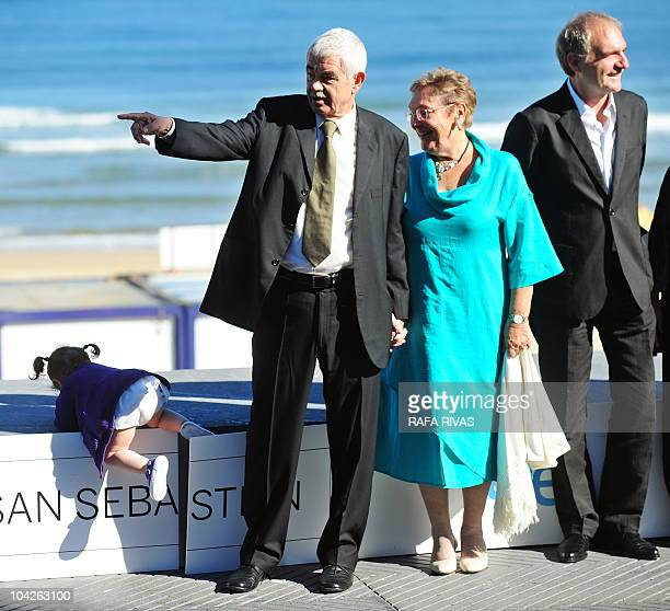 Former president of the Catalan government Pasqual Maragall poses with his grandaughter Maya his wife Diana Garrigosa and director Carles Bosch...