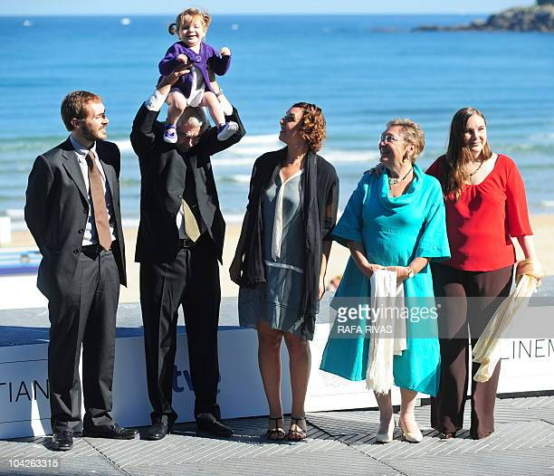 Former president of the Catalan government Pasqual Maragall poses with his wife Diana Garrigosa and son daughters and grandaughter during a photocall...