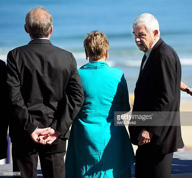 Former president of the Catalan government Pasqual Maragall poses next to his wife Diana Garrigosa and director Carles Bosch during a photocall after...