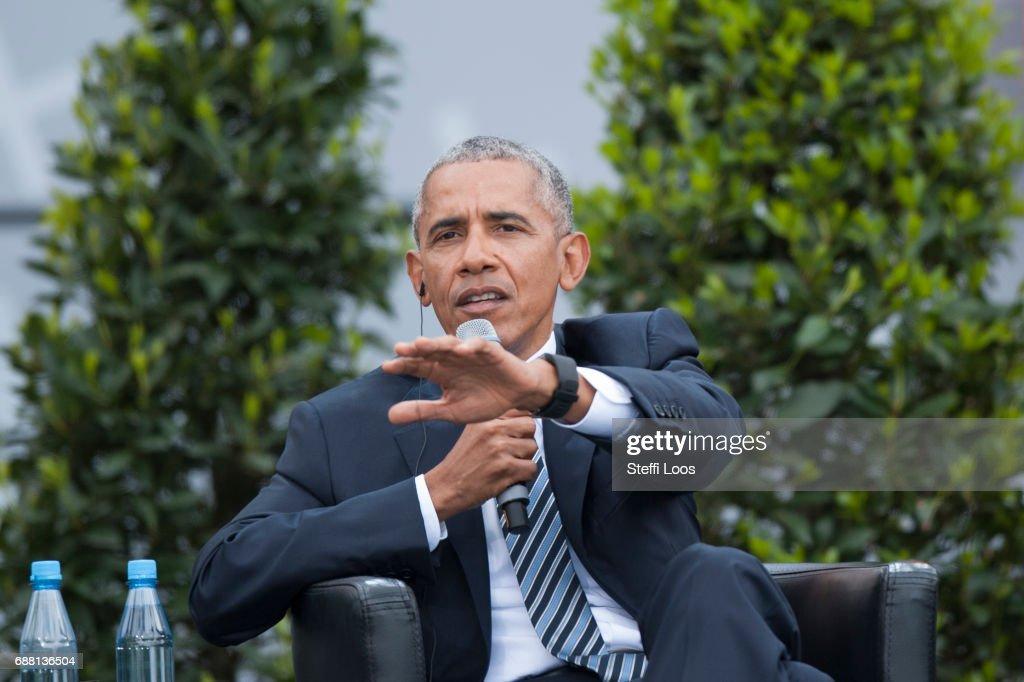Obama And Merkel Discuss Democracy At Church Congress : Nachrichtenfoto