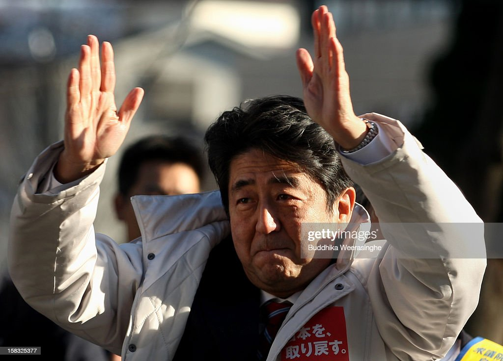 Shinzo Abe Of Liberal Democratic Party Gives A Speech In The Street : News Photo