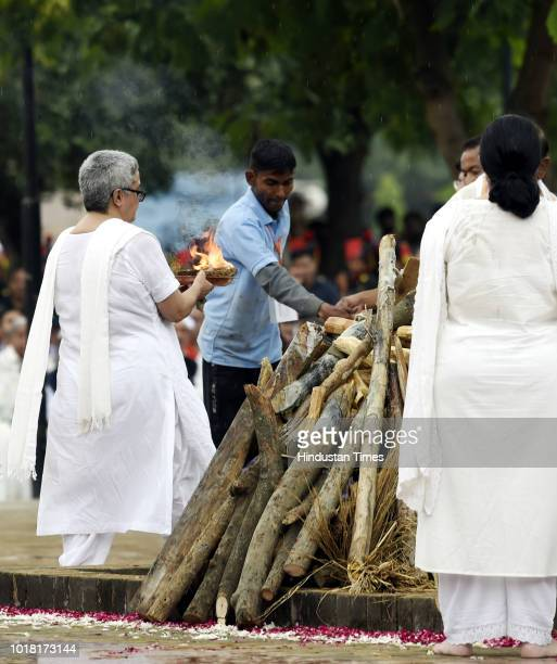 Former Prime Minister Atal Bihari Vajpayee daughter Namita Kaul Bhattacharya and other family members perform last rites during his cremation...