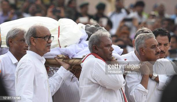 Former Prime Minister Atal Bihari Vajpayee's family members perform rituals during his cremation with full state honour at Rashtriya Smriti Sthal on...