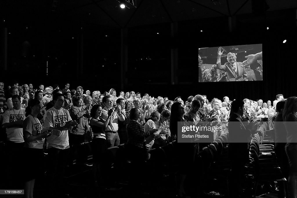 Former Prime Minister Bob Hawke receives a standing ovation upon arrival at the Labor Party launch at the Brisbane Convention and Exhibition Centre on September 1, 2013 in Brisbane, Australia. Australian voters will head to the polls on September 7 to elect the 44th parliament.