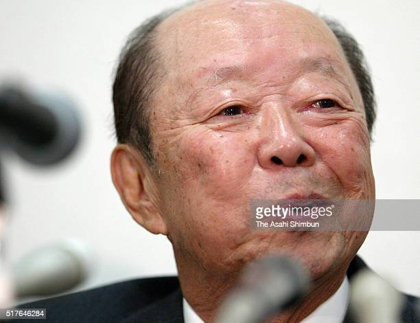 Former Prime Minister Kiichi Miyazawa speaks during a press conference announcing his retirement from politics on October 23 2003 in Tokyo Japan