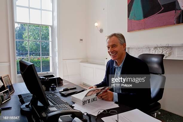 Former Prime Minister Tony Blair To Publish His Memoirs Londres 3 septembre 2010 l'ancien Premier ministre britannique Tony BLAIR 57 ans reçoit...