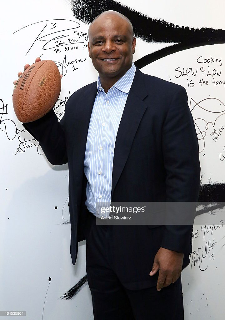 Former professional football player Warren Moon attends AOL BUILD Speaker Series: Warren Moon Discusses 'Beating The Odds' Foundation at AOL Studios In New York on February 26, 2015 in New York City.