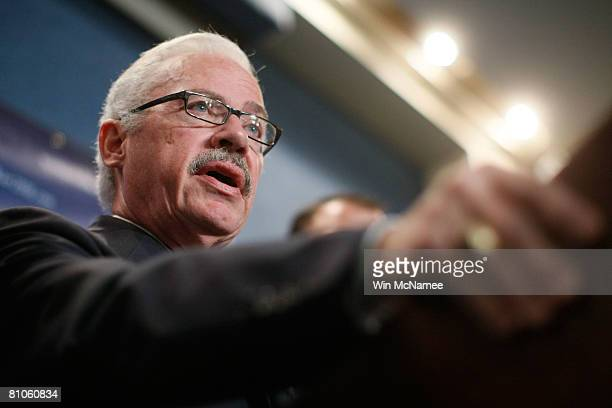 Former Rep Bob Barr holds a news conference to announce his candidacy for President of the United States May 12 2008 in Washington DC During the...