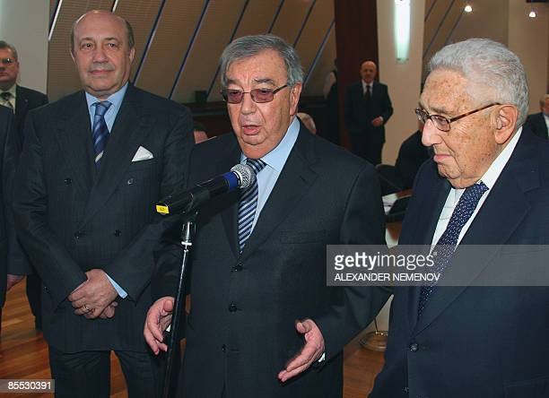 Former Russian foreign minister Igor Ivanov, former Russian premier Yevgeny Primakov and former US Secretary of State Henry Kissinger give a press...