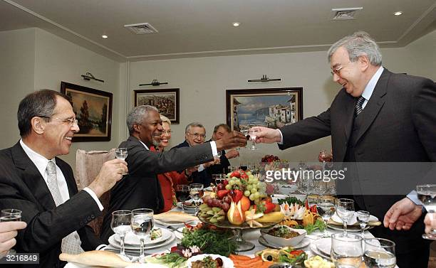 Former Russian Foreign Minister Yengeny Primakov toasts with UN Secretary General Kofi Annan as Russian Foreign Minister Sergei Lavrov looks on...
