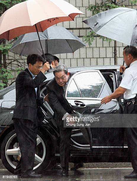 Former Samsung Group Chairman Lee Kun-hee arrives at the Seoul Central District Court on July 16, 2008 in Seoul, South Korea. Prosecutors have...