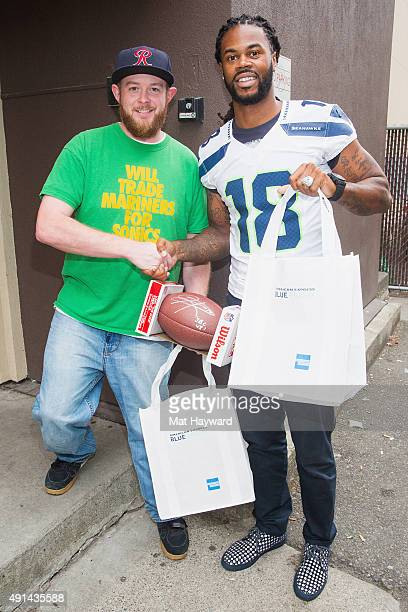 Former Seattle Seahawks Wide Receiver Sidney Rice delivers food to fans as part of American Express' Support Of Blue Friday on October 2 2015 in...
