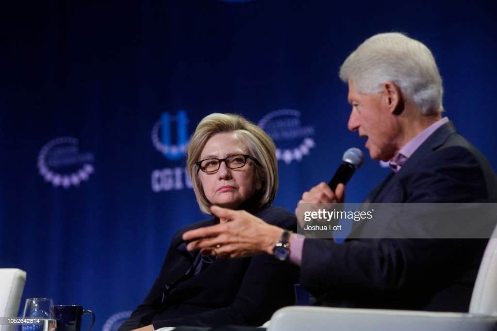 Former President Clinton, Hillary Clinton And Chelsea Clinton Give Closing Remarks At The Clinton Global Initiative University : ニュース写真