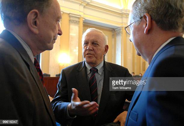 Former Sen. Warren Rudman, R-N.H., center, talks with Senate Minority Leader Mitch McConnell, R-Ky., right, and Sen. Arlen Specter, R-Pa., before a...