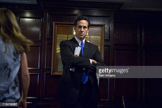 Former Senator Rick Santorum, R-Pa., prepares to give a speech at the National Press Club on U.S. Foreign policy.