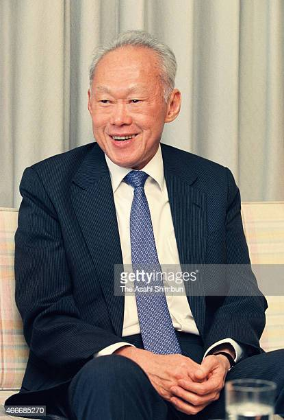 Former Singapore Prime Minister Lee Kuan Yew speaks during the Asahi Shimbun interview on November 12 1990 in Tokyo Japan