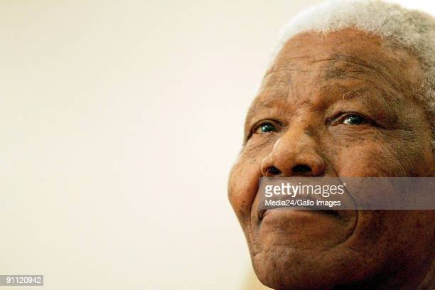 Former South African president, Nelson Mandela, and other Fort Hare University alumni received special honourary rings from the university. Madiba...