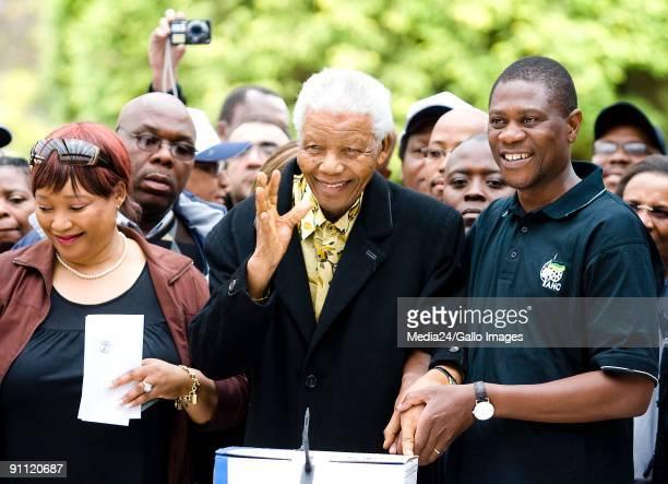 Former South African President Nelson Mandela casts his vote in Houghton Johannesburg