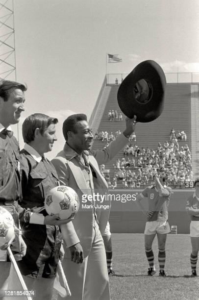Former standout player Pele waves his hat at the fans while being feted during a soccer game between the Colorado Caribous and the New York Cosmos of...