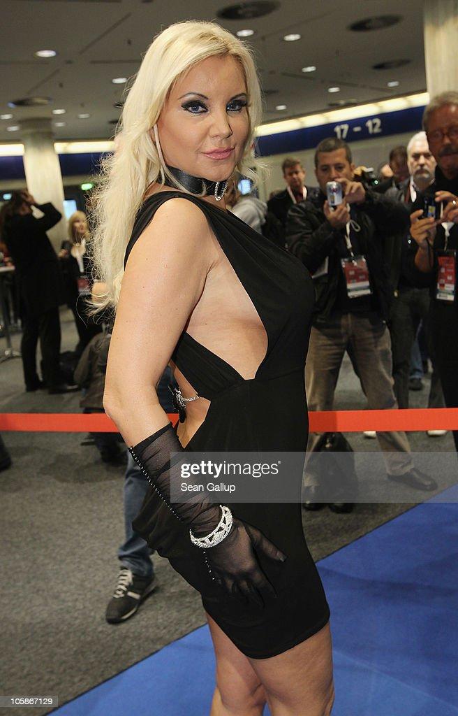 2010 Venus Erotic Fair : Nachrichtenfoto