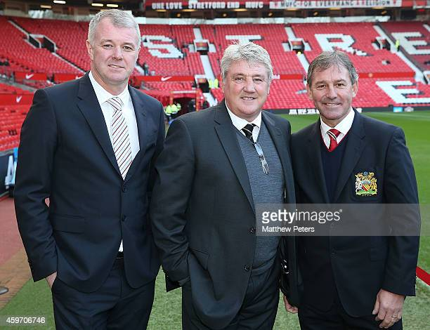 Former teammates Gary Pallister and Bryan Robson of Manchester United pose with manager Steve Bruce of Hull City ahead of the Barclays Premier League...