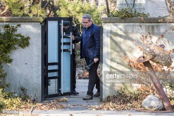 TORONTO ON JANUARY 26 Former Toronto police Det Maritn Woodhouse leaves the Sherman home Friday morning through a side gate Toronto police released...