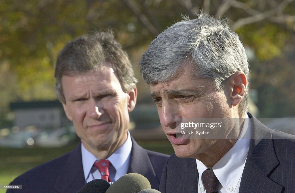 Former Treasury Secretary Robert Rubin, right, and Senate Minority Leader, Thomas Daschle (D-SD),left, spoke on Thursday along with Senator Byron Dorgen (D-ND), not pictured. Both Daschle and Rubin pushed for incentives for the lower and middle classes, citing they spend a large percent of their total earnings.