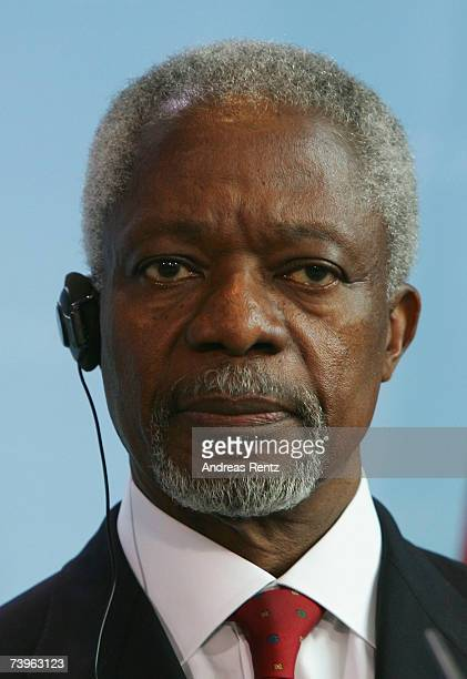 Former UN secretary general Kofi Annan addresses the media during a news conference on April 24 2007 in Berlin Germany Annan met German Chancellor...