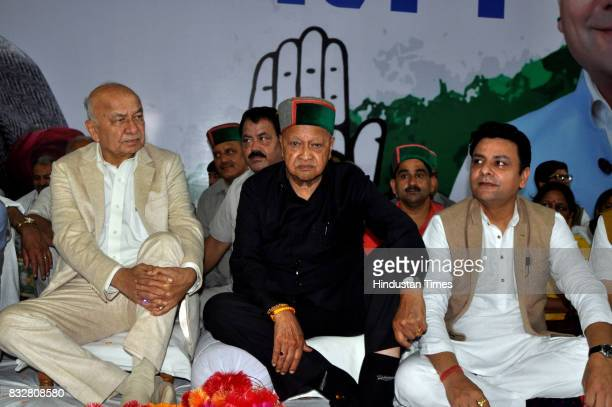 Former Union Home Minister Sushil Kumar Shinde and Chief Minister Virbhadra Singh during the workers meeting on August 16 2017 in Dharamsala India